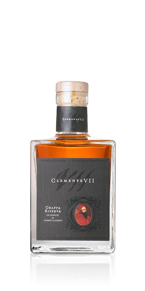 Bottiglia di Grappa Clemente VII riserva, ottenuta con vinacce di Chianti classico e prodotta dalla cantina Castelli del Grevepesa